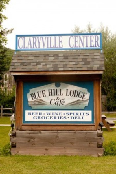 Blue Hill Lodge & Cafe