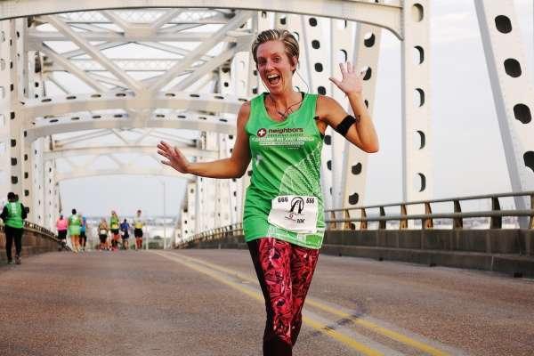 Runner on the Port Arthur bridge