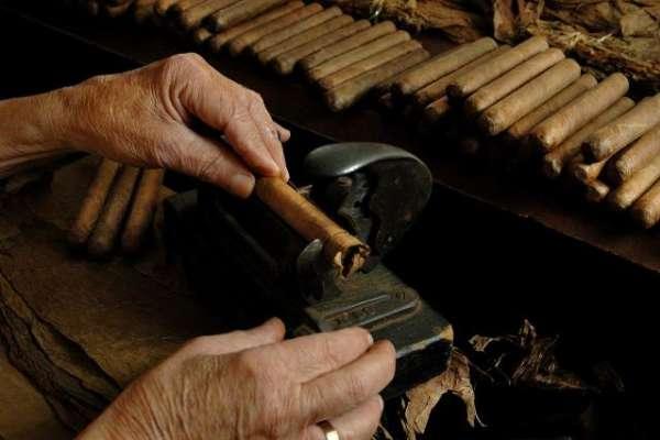 cigar_rolling_ybor_city_w640