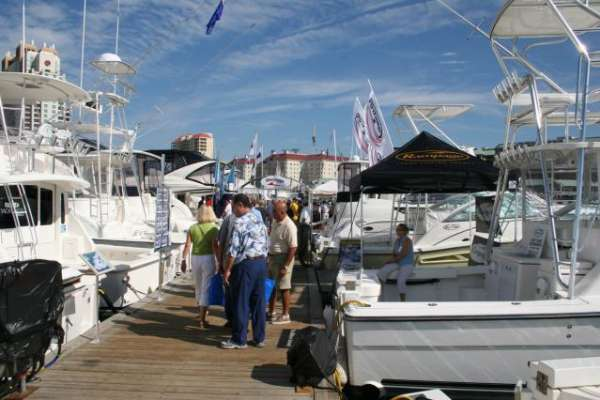 photogallery22_tampa_boat_show_2006_floating_docks_w640