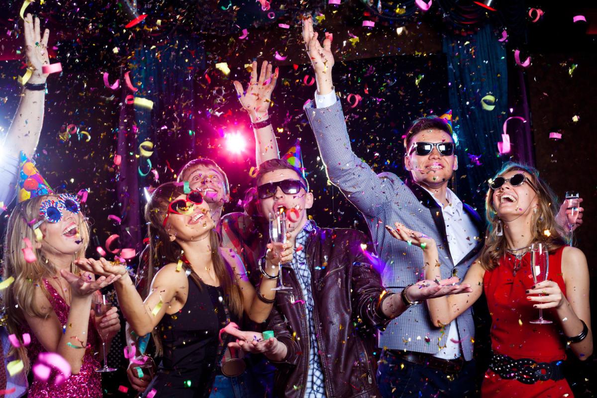 malam tahun baru, tahun baru dengan sahabat, malam dengan sahabat.hal yang wajib di lakukan dengan sahabat