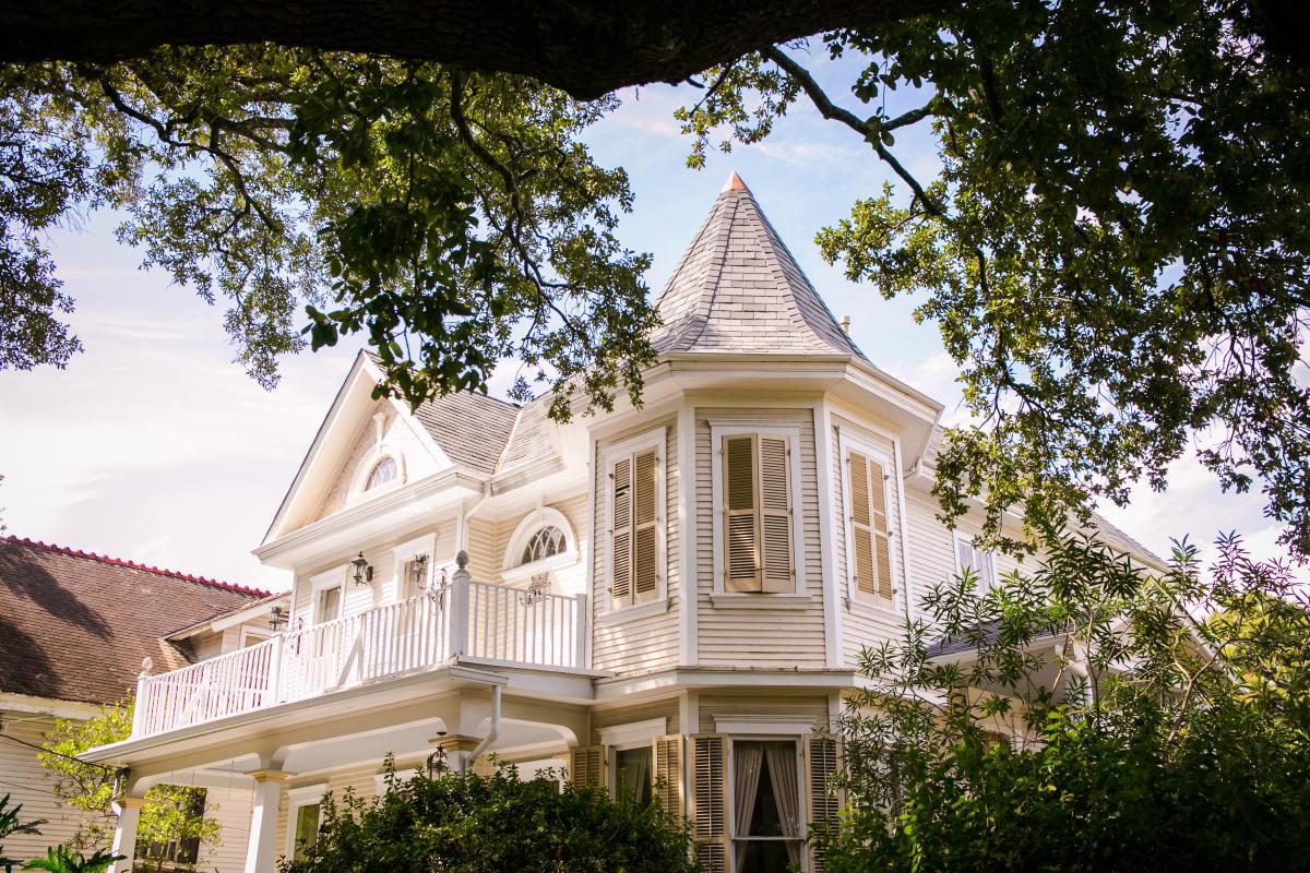 uptown garden district neighborhoods new orleans. Black Bedroom Furniture Sets. Home Design Ideas