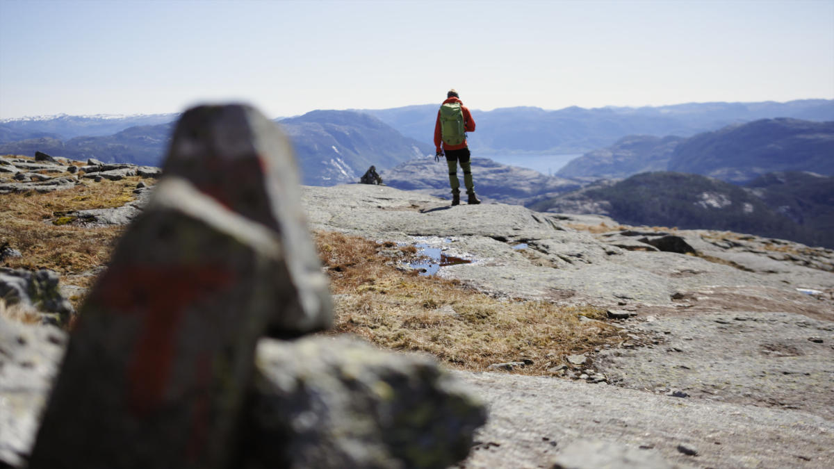hiking in norway official travel guide to norway visitnorway com