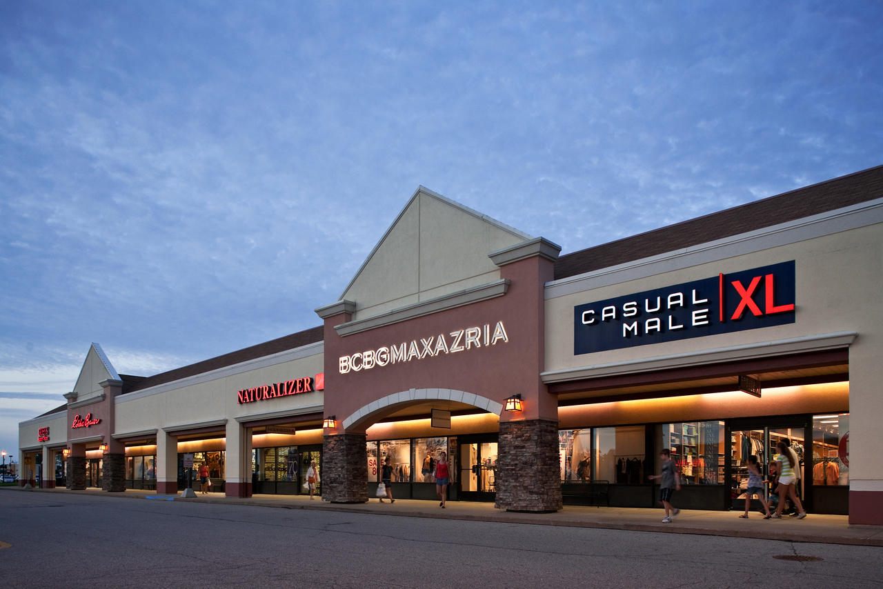 Located just minutes from Frankenmuth, Birch Run Premium Outlets® is one of the country's first and most successful outlet centers. Located conveniently off of I, Birch Run Premium Outlets features over stores for your shopping pleasure including Under Armour, Nike, Columbia, and Coach.7/10(61).