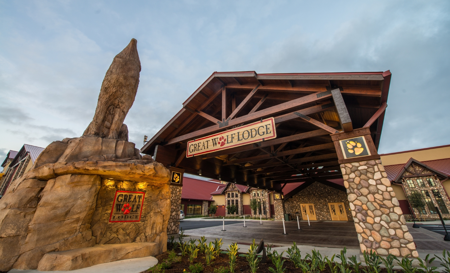 Great wolf lodge for 12681 harbor boulevard garden grove ca 92840