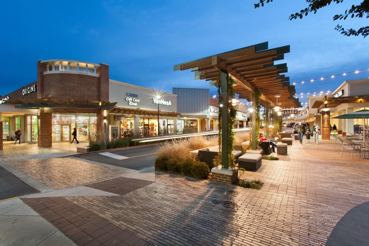 Barracks Road Shopping Center