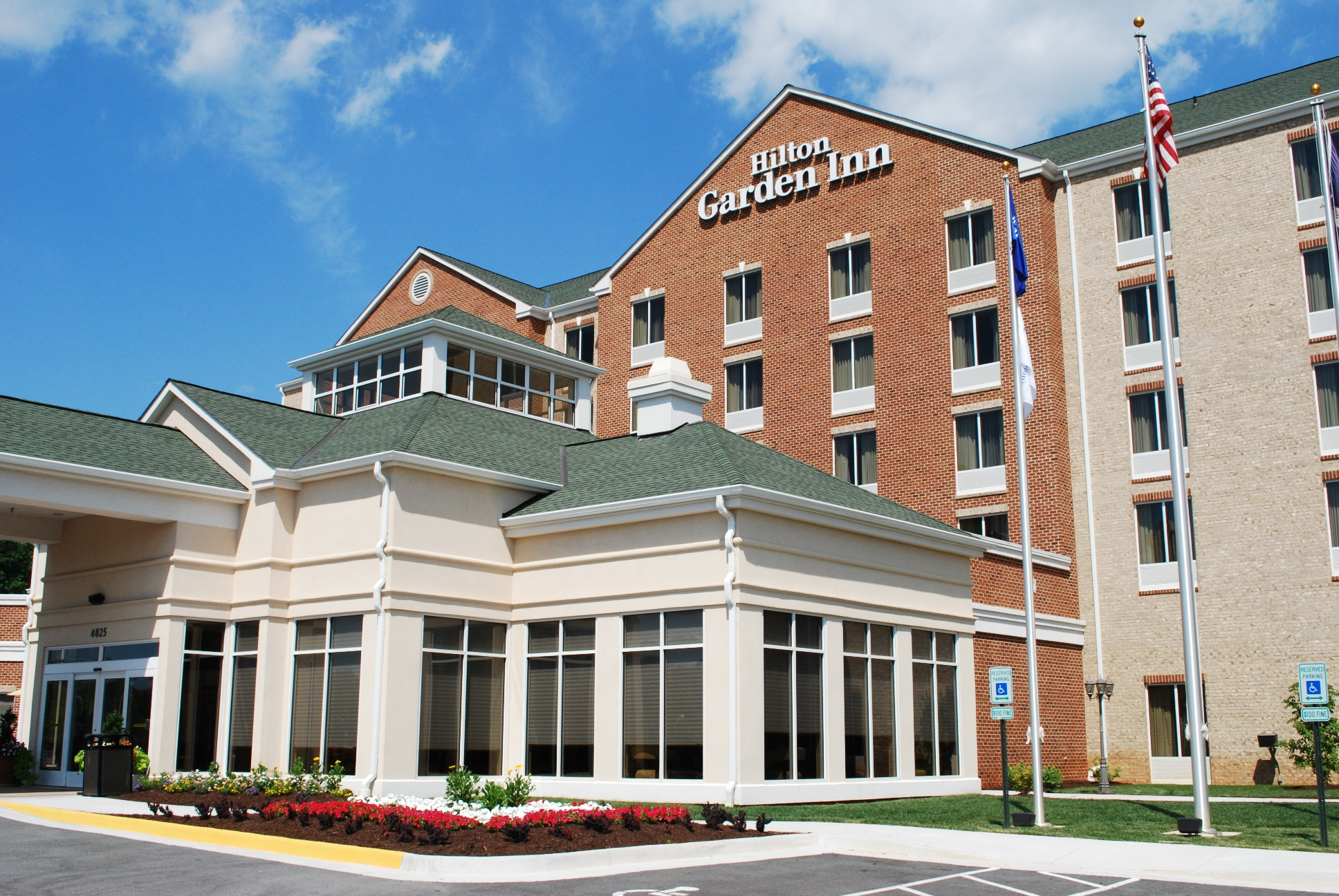 Hilton Garden Inn Is A Full Service Hotel, Complete With Restaurant,  Bar/lounge Area And Approximately 4,000 Square Feet Of Luxurious Meeting  Space For All ...