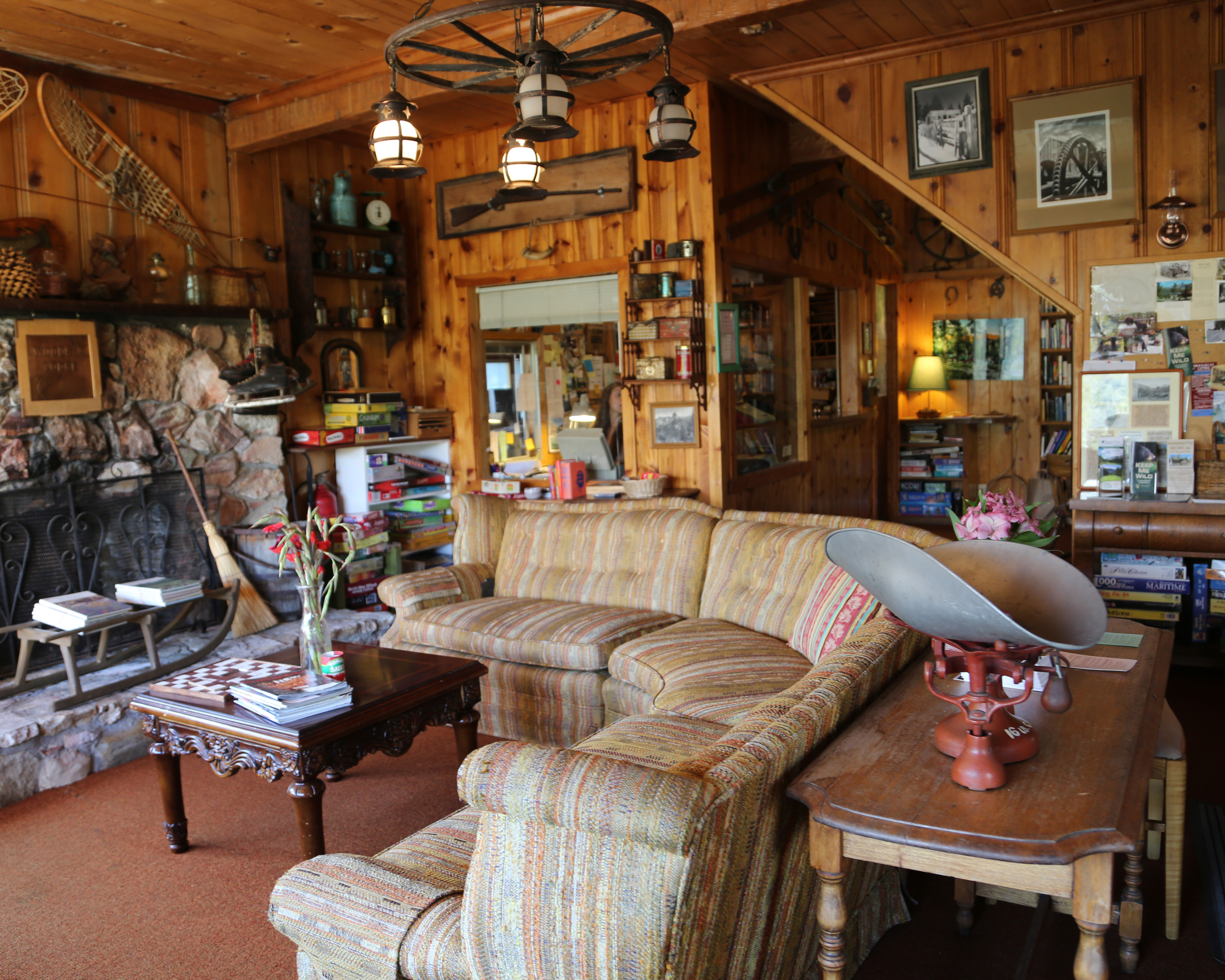 in lake offer candlelight bolton quaint landing and george memorable cottages ny directory cabins