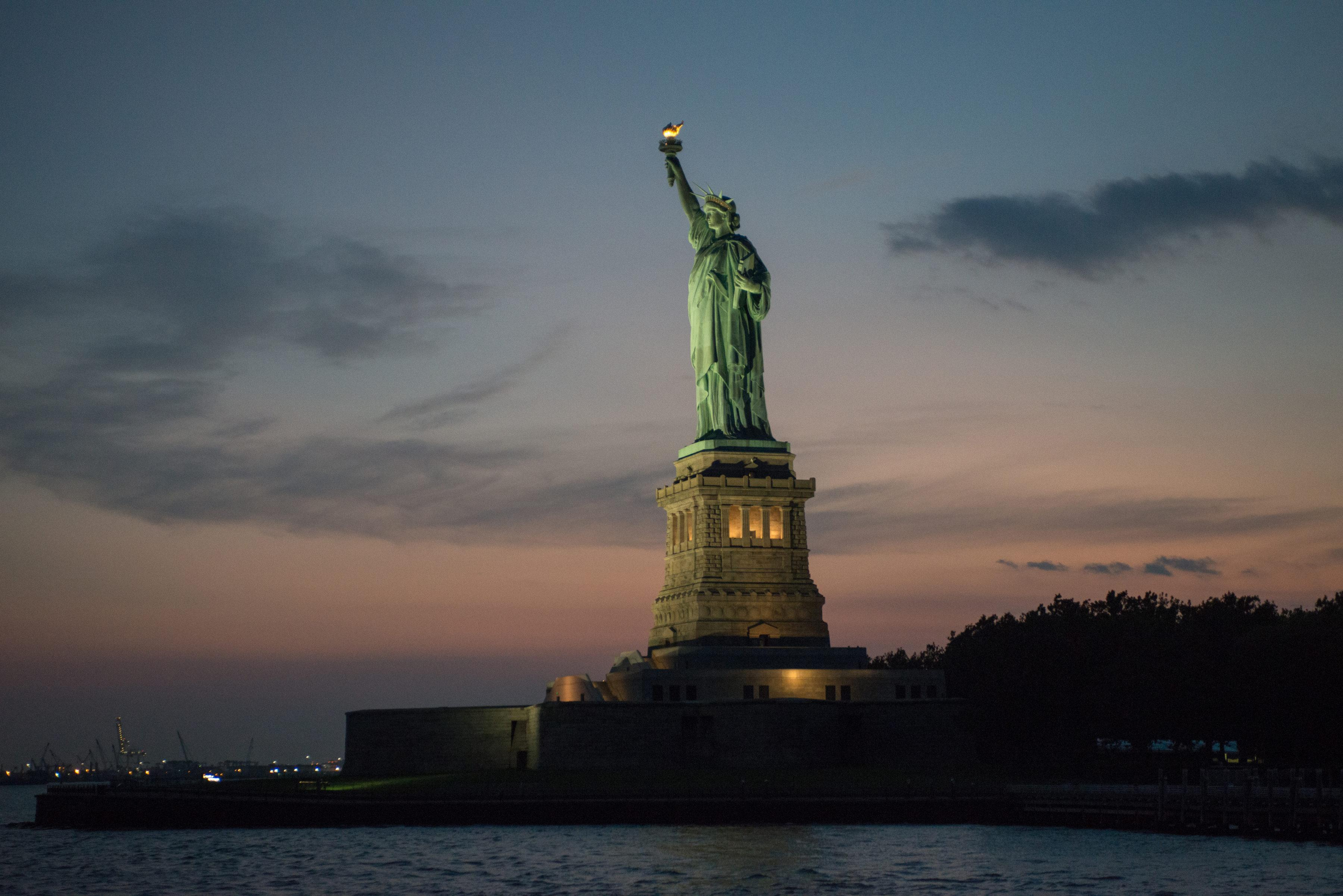 такой красивые картинки статуя свободы появилась она западной