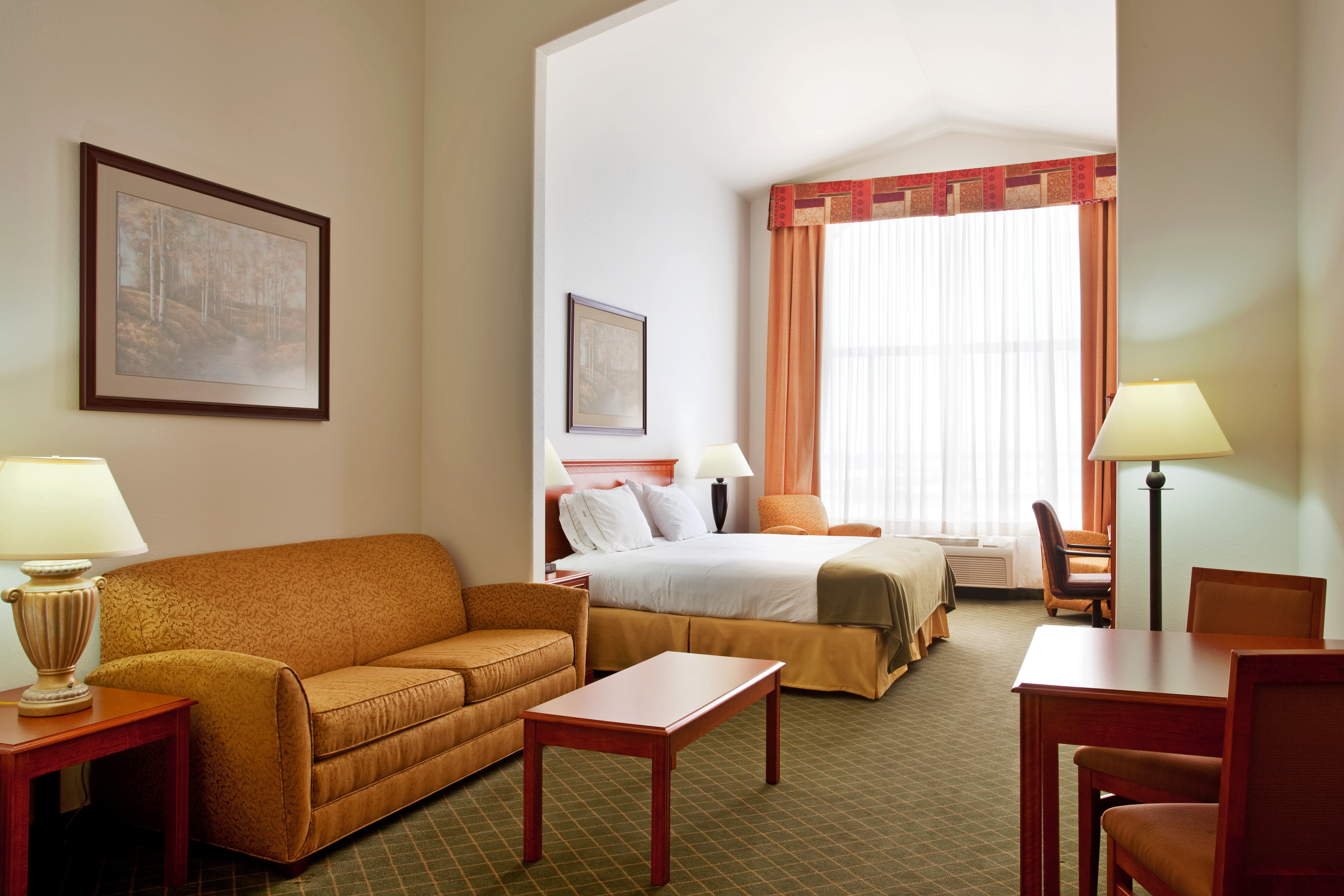 Holiday Inn Express Hotel & Suites - Loves Park