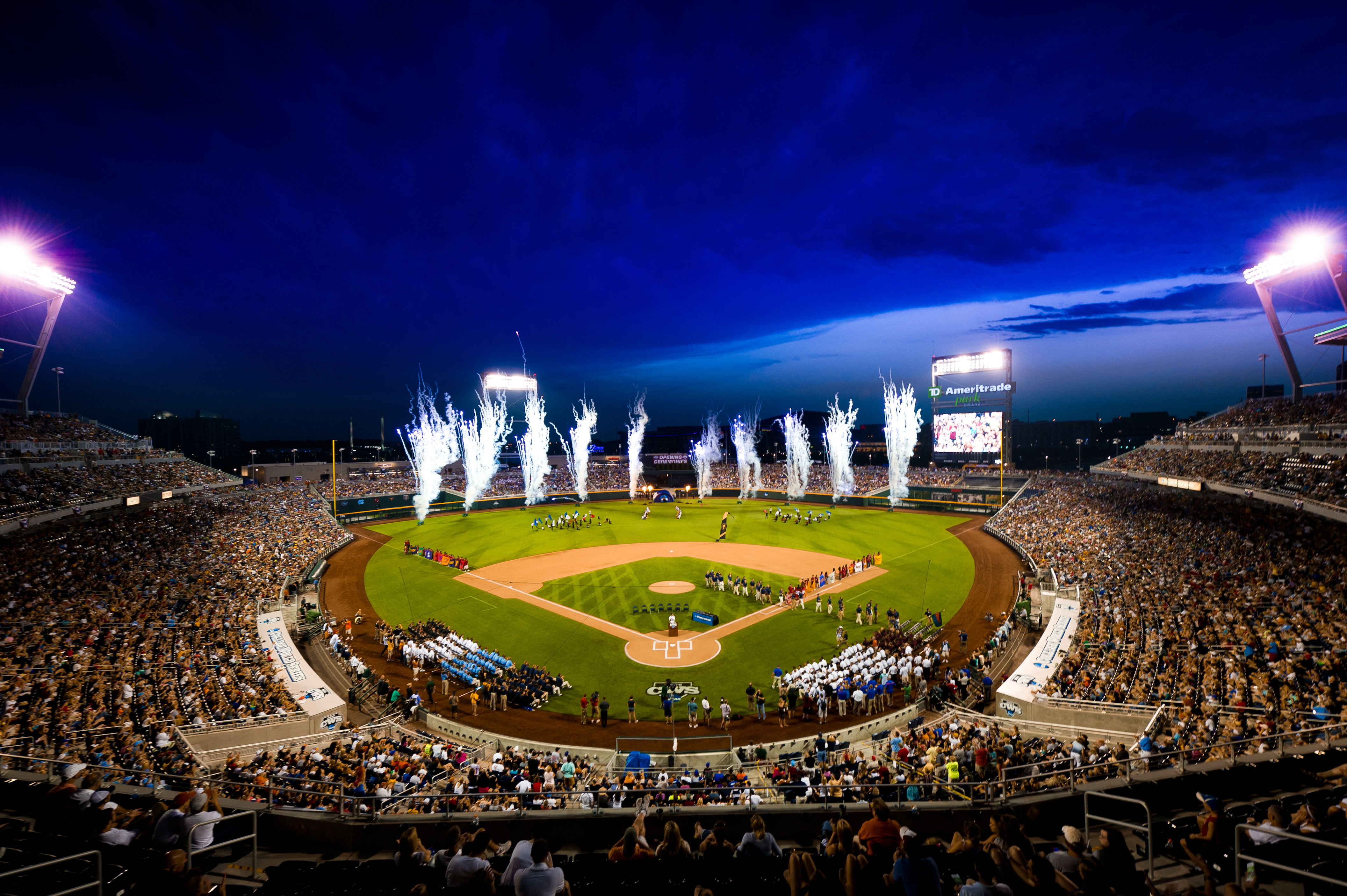 Christmas In July 2021 Omaha Baseball Omaha Annual Events World Series Festivals Cox Classic