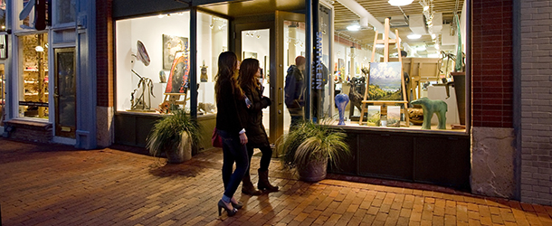 Gallery Browsing on Pearl Street