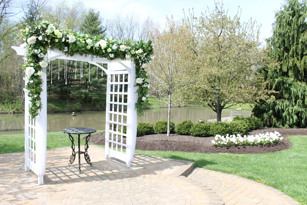 Avon Gardens And This Spot In Particular Have Become A Por Choice For Engaged S To Celebrate Their Wedding Day