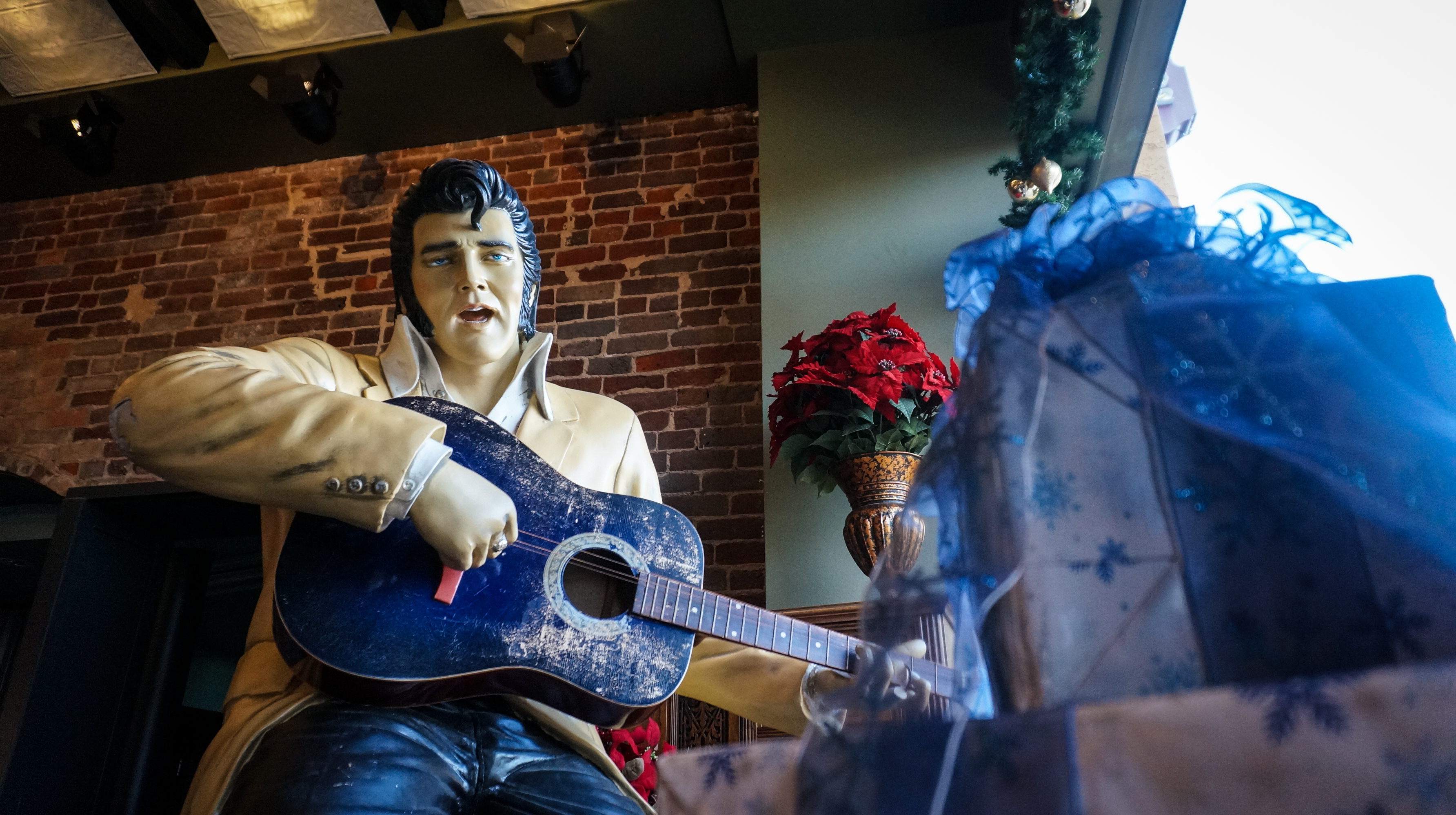 Take a Photo with Elvis in Grapevine, Texas