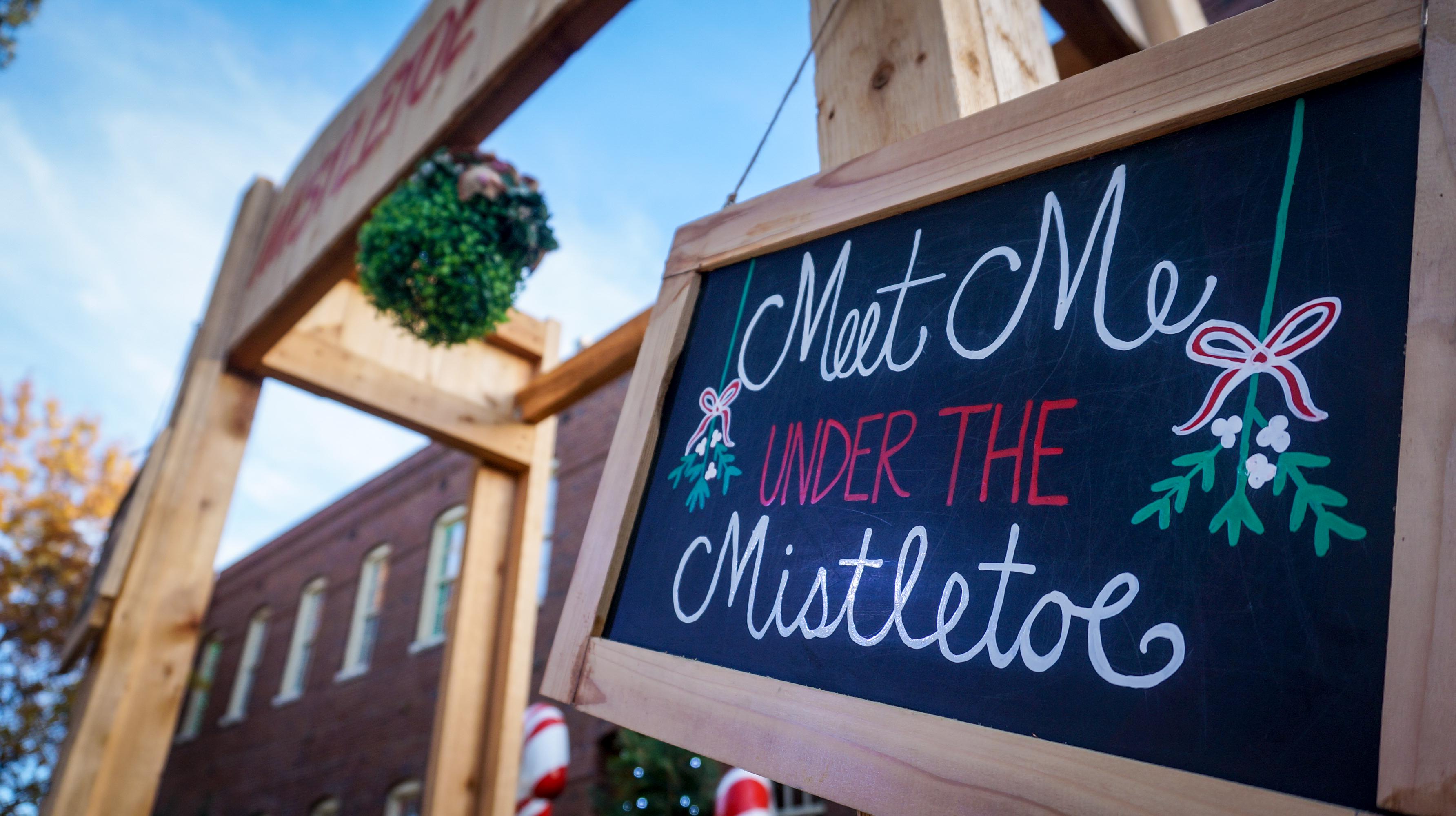 Meet Under the Mistletoe in Grapevine