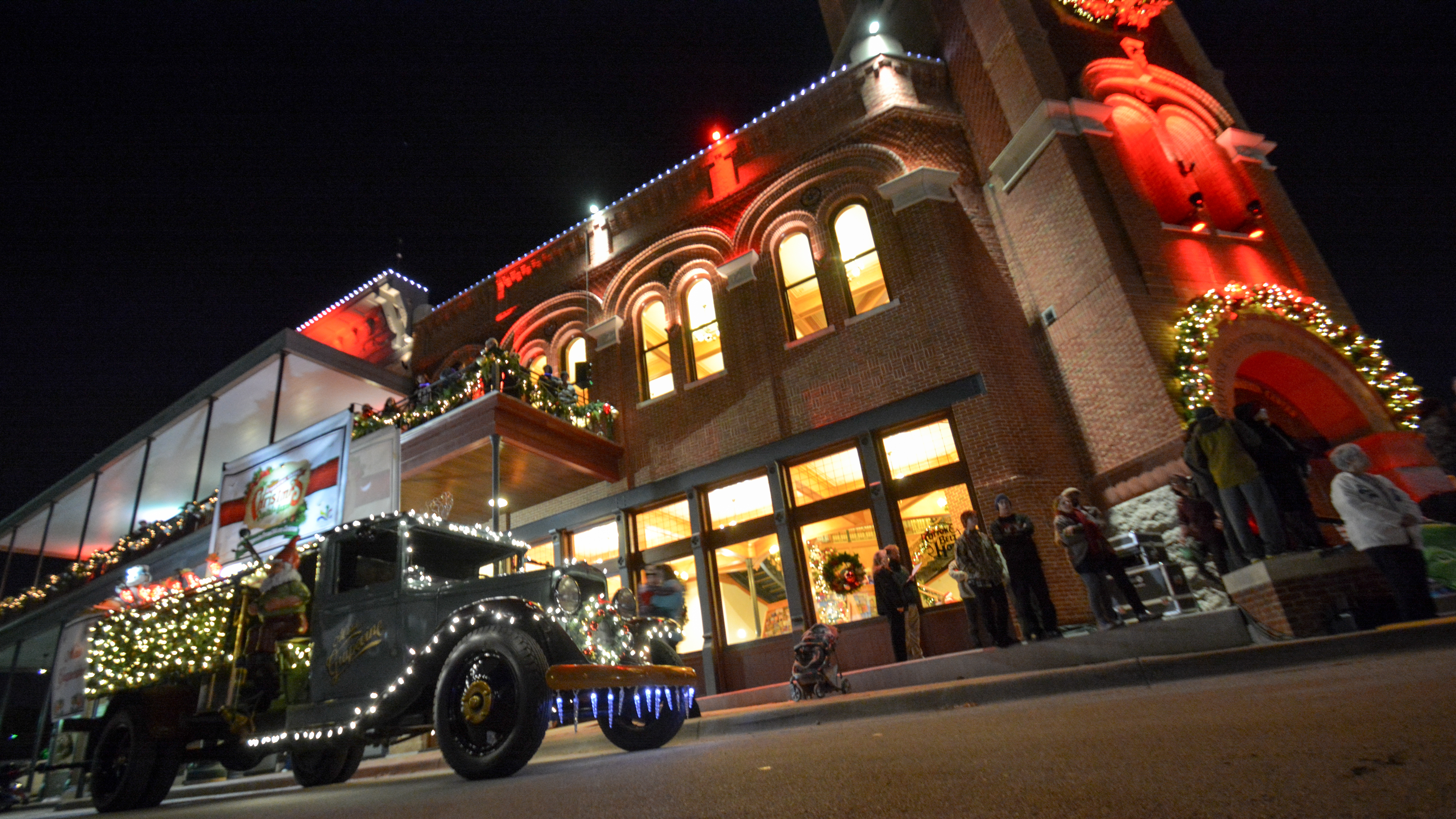 Cruise Along Historic Downtown Grapevine This Holiday Season