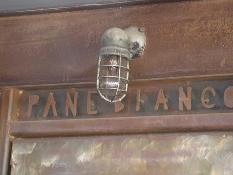pane-bianco-door-sign