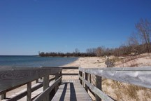 New student steward blog at http://elodsrstewardprogram.blogspot.com is your portal to New York's natural resources along the Eastern Lake Ontario Dunes and Salmon River.