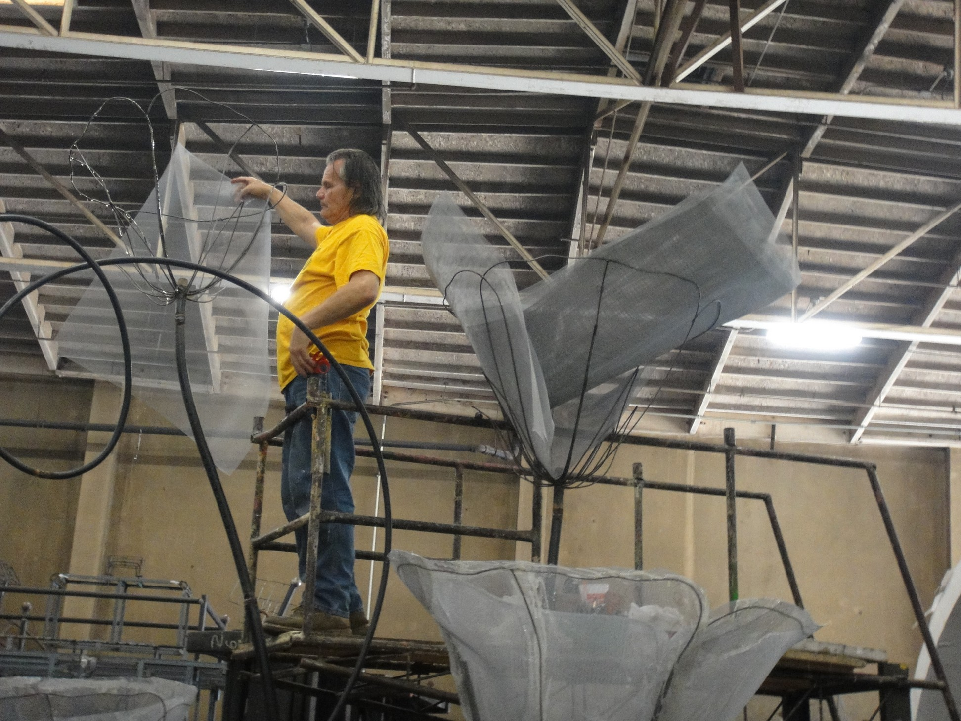 Screen being applied to DI float