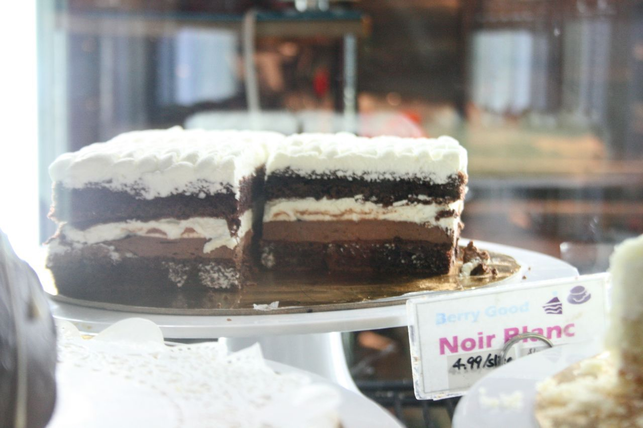noir blanc cake at Berrt Good