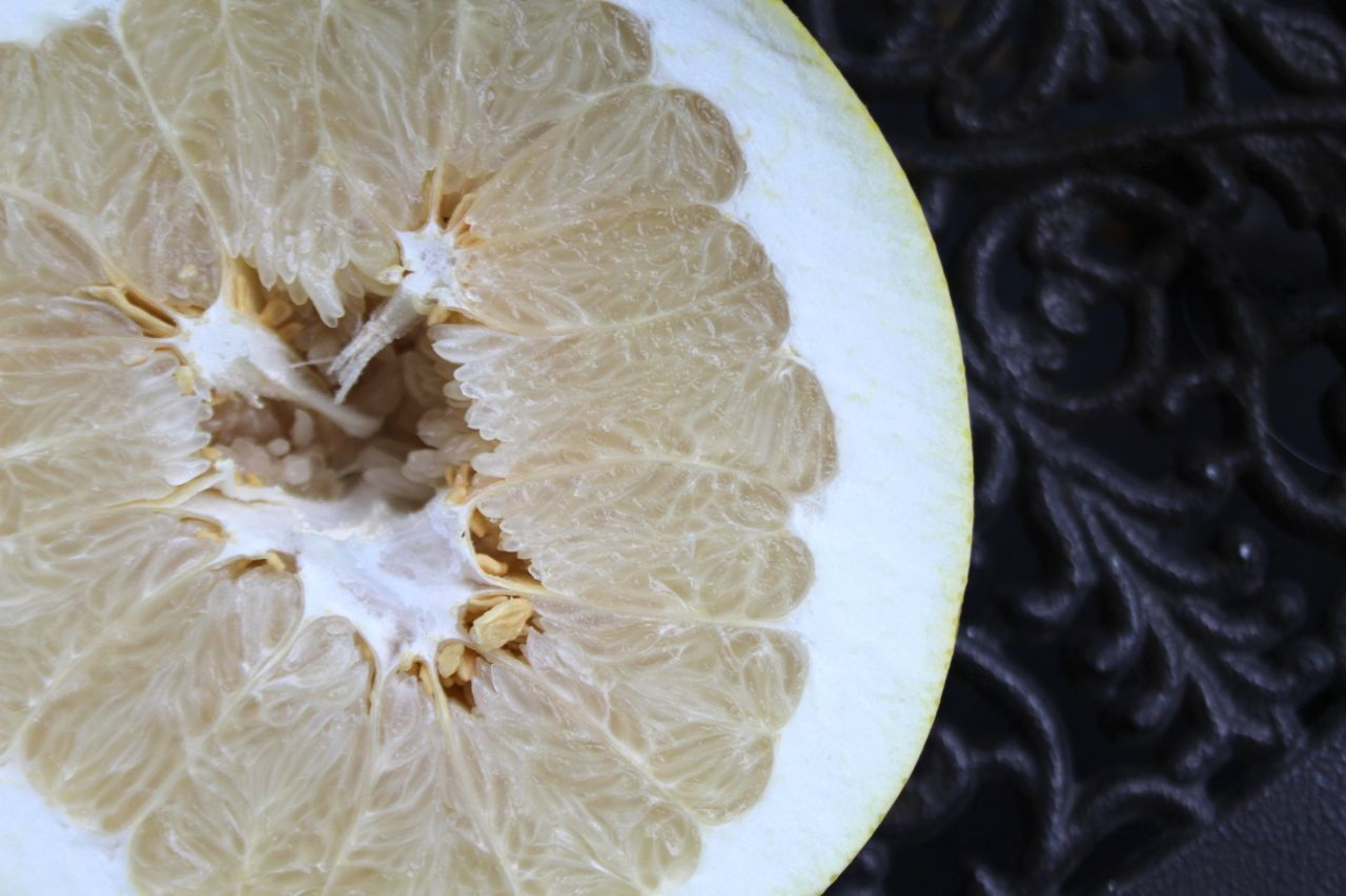 pomelo, cut open