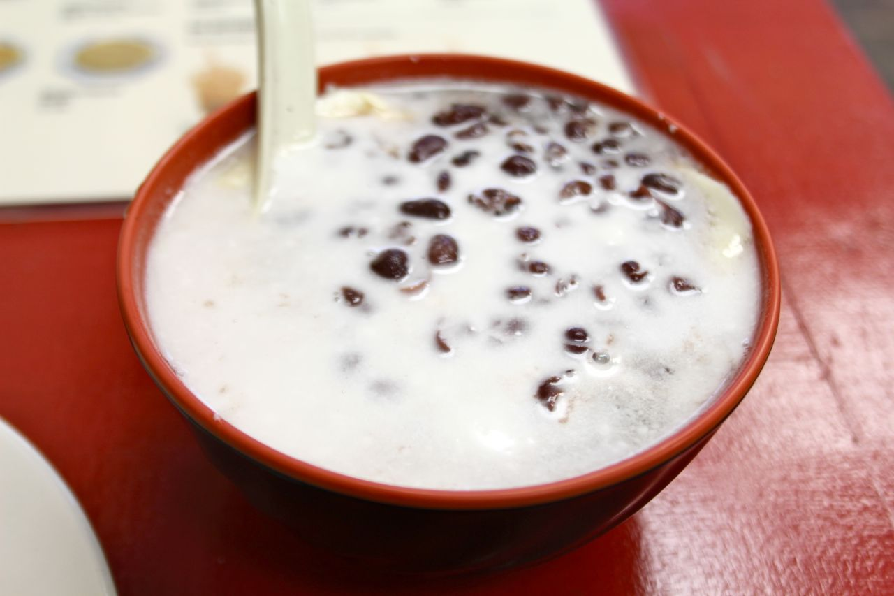 hot soy pudding with red beans and coconut milk