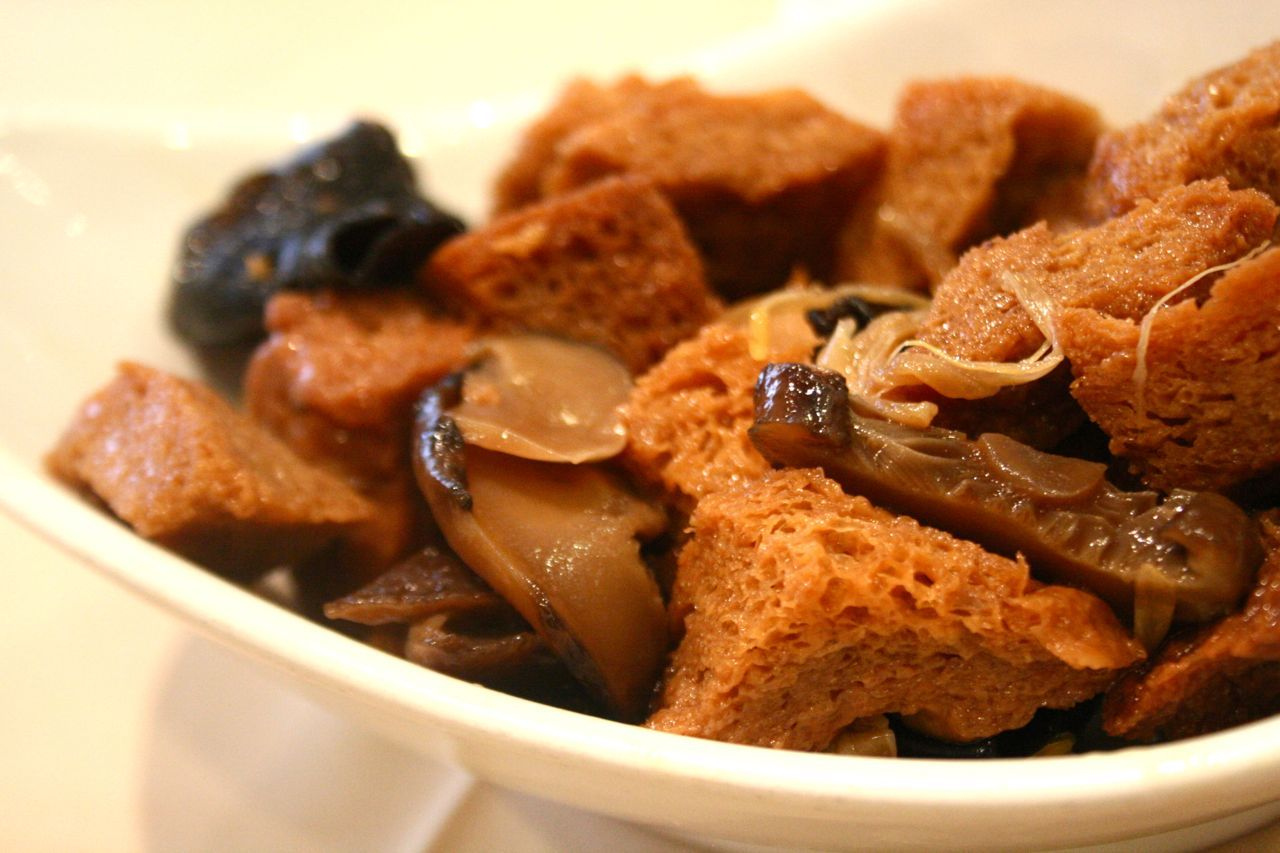 braised gluten with Chinese mushrooms