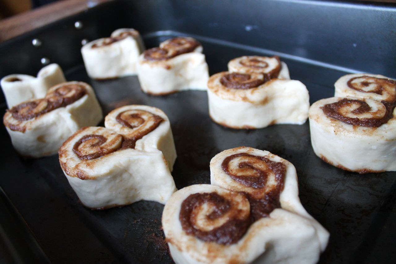 heart-shaped cinnamon buns