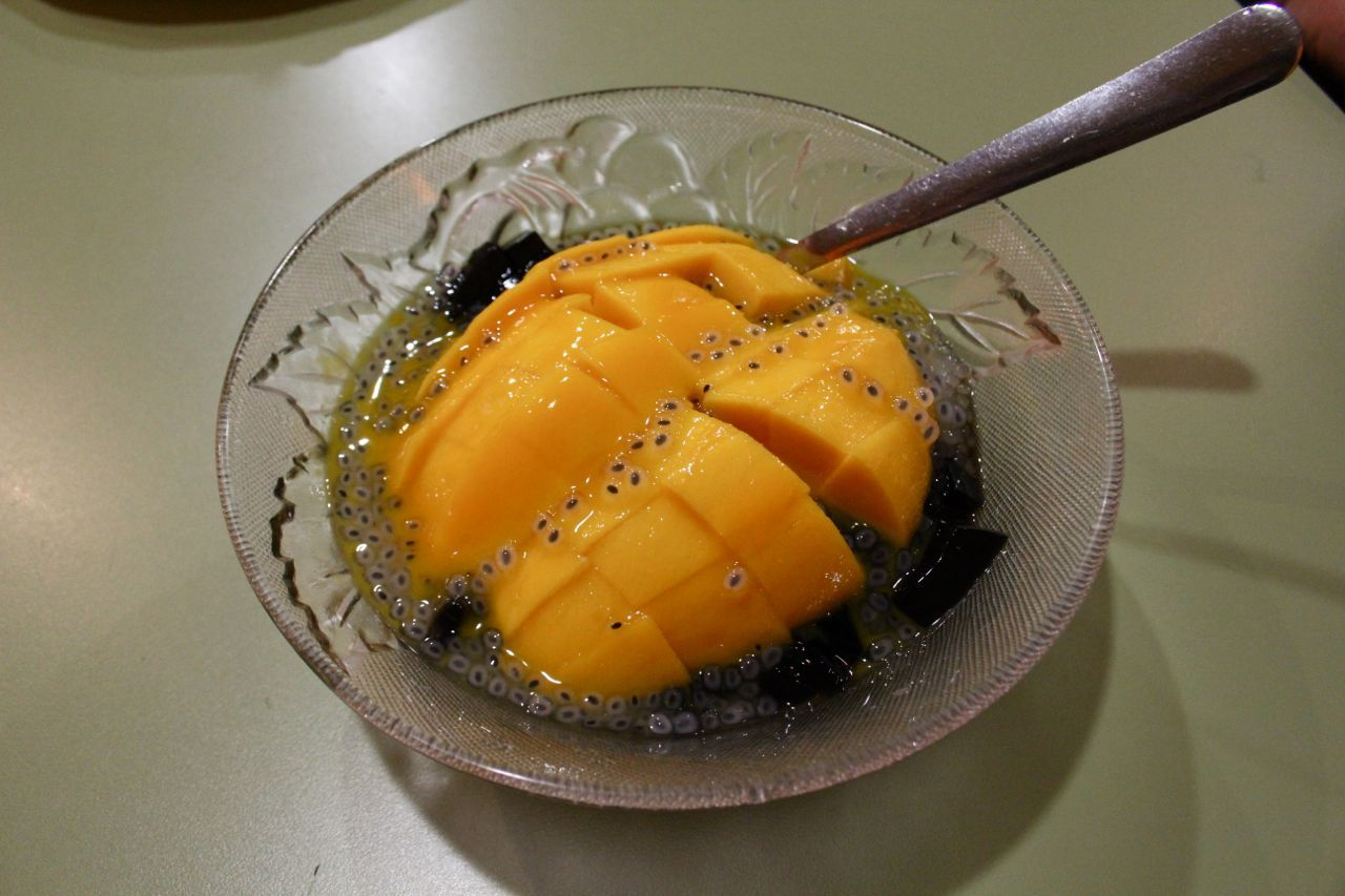 mango with sago and grass jelly