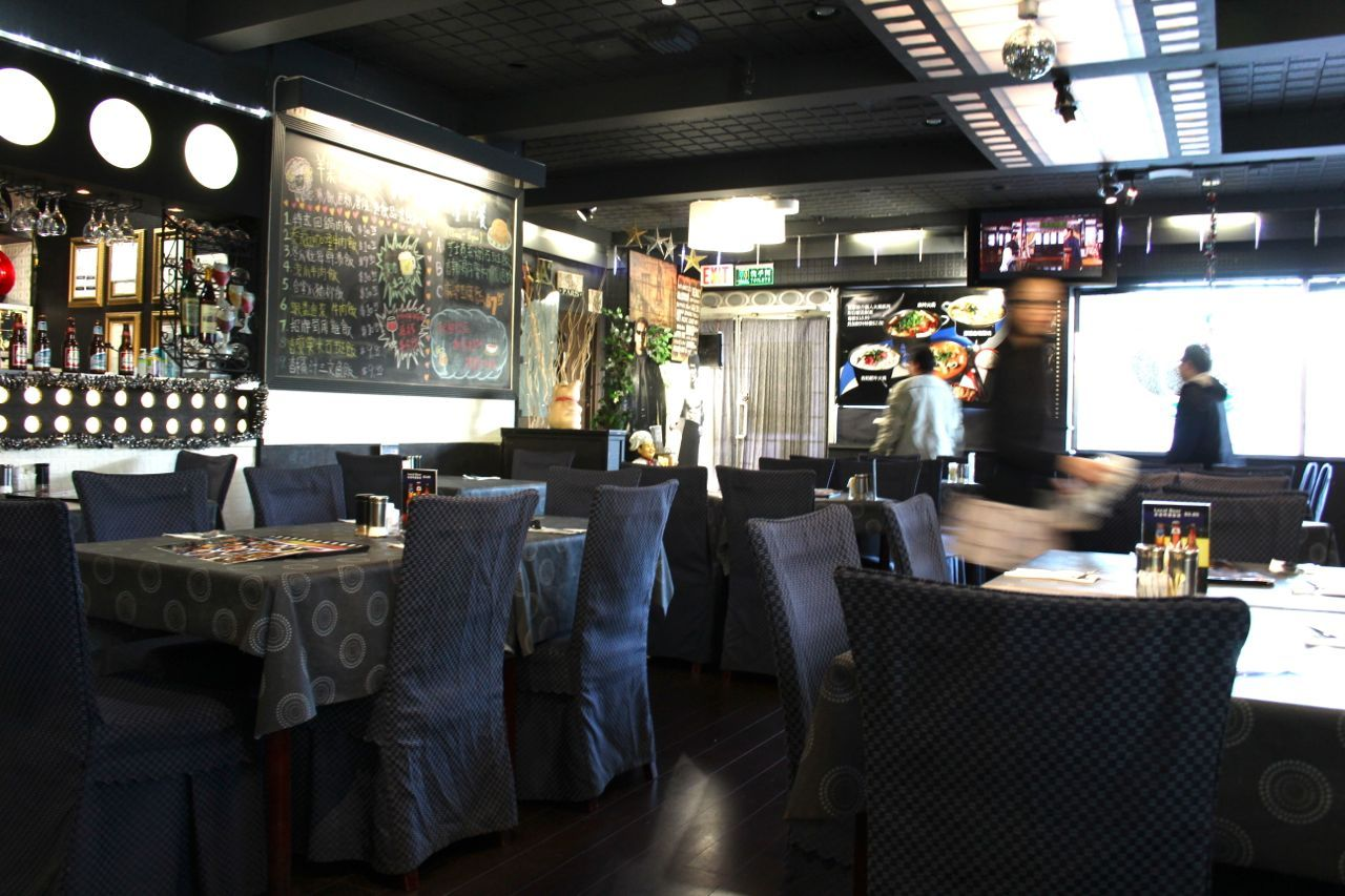 Interior of Hollywood Steakhouse