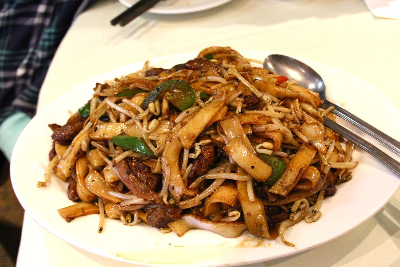 Fried noodles with black pepper sauce at Golden Paramount Restaurant
