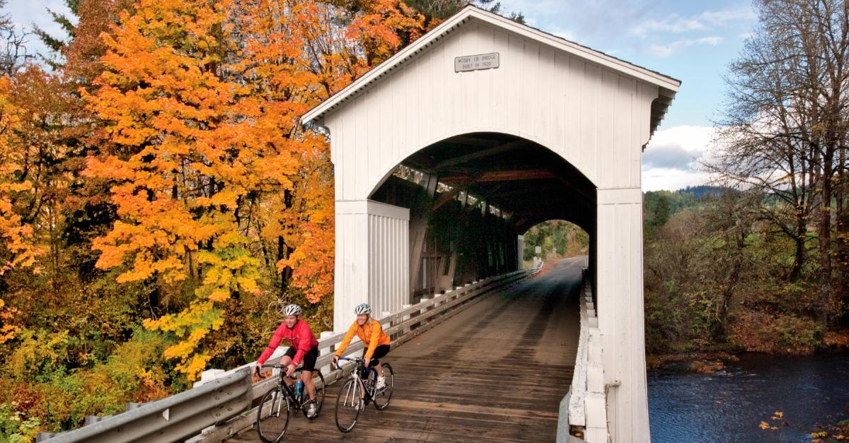 Super Guide To Cottage Groves Covered Bridges Eugene Cascades Interior Design Ideas Gentotryabchikinfo