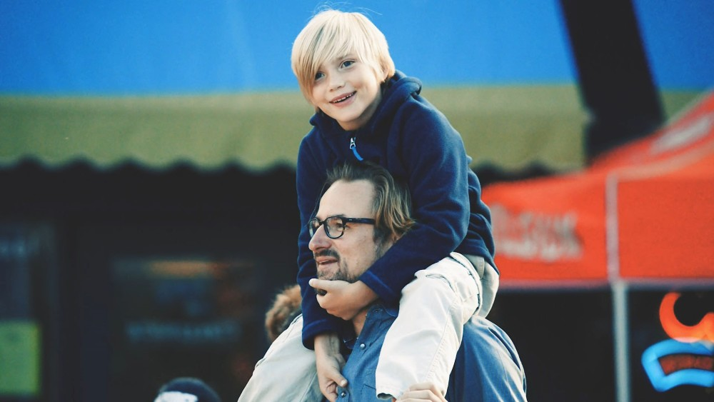 Piggyback ride boy with dad