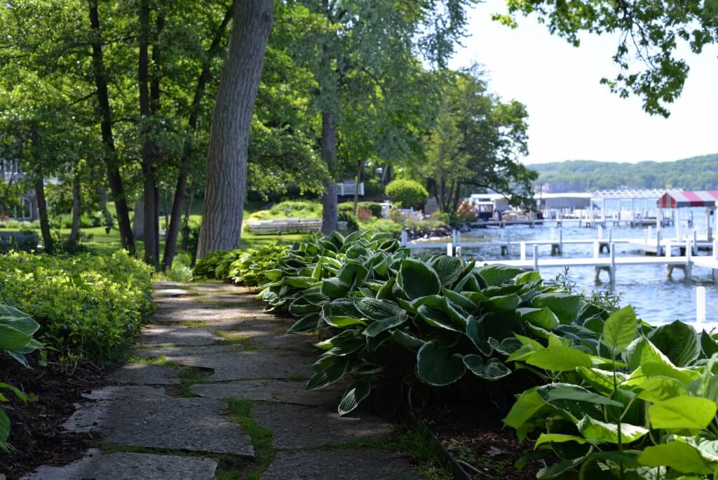 LakeGeneva_ThingstoDoWithKids_ShorePath