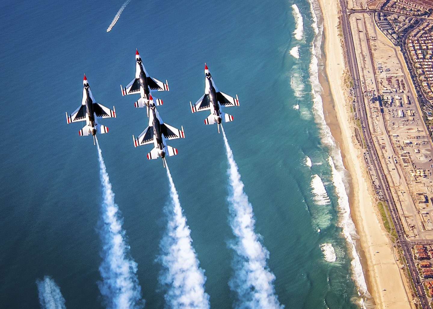 Huntington Beach Airshow | The Great Pacific Airshow Oct  4-6