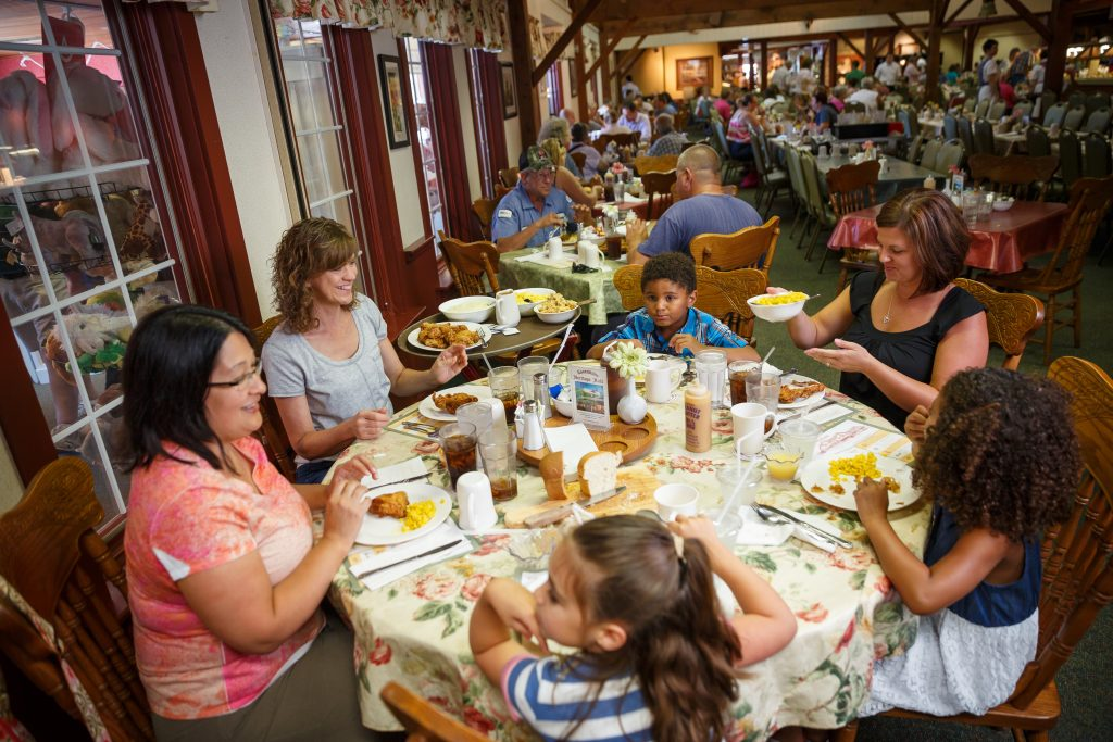 Das Dutchman Essenhaus' family-style favorites draw huge crowds and acclaim.