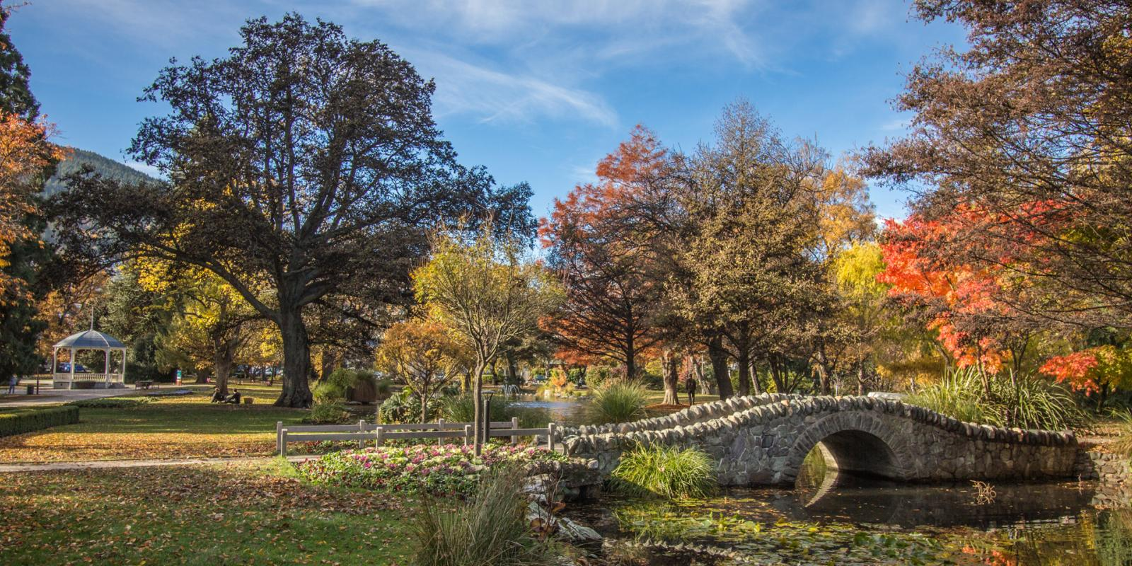 Queenstown Gardens In Autumn