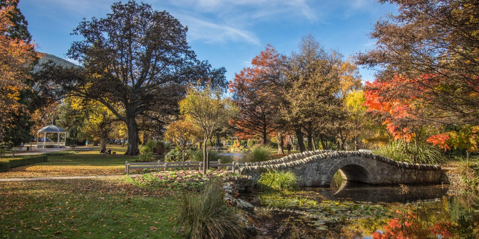 The Queenstown Gardens in autumn