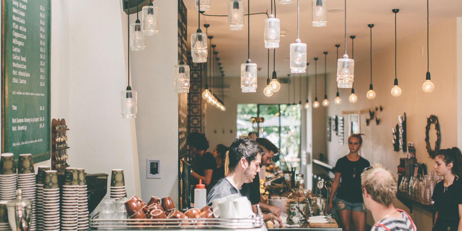 Cosmopolitan Queenstown cafe scene
