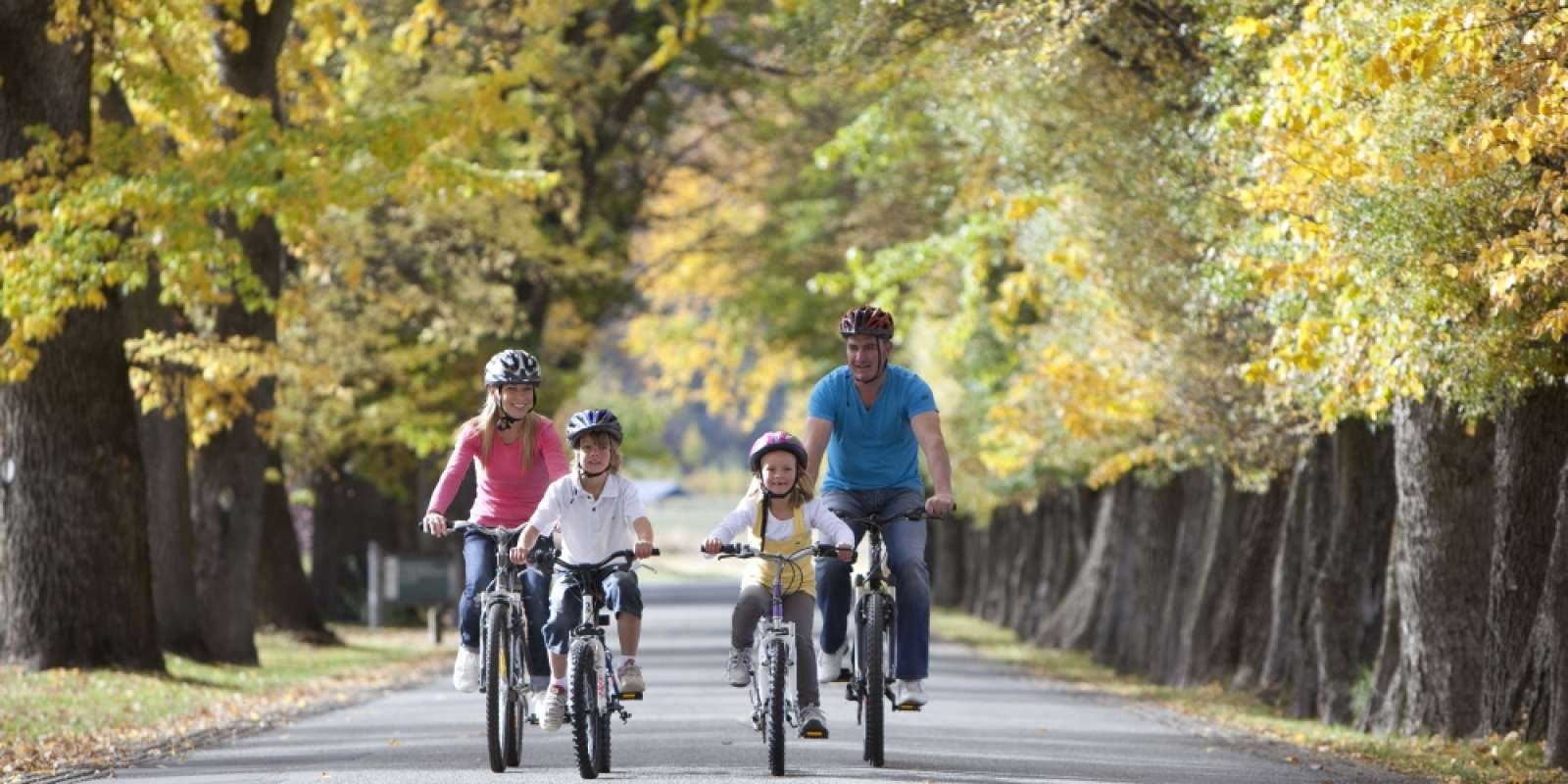Family bike riding in Queenstown