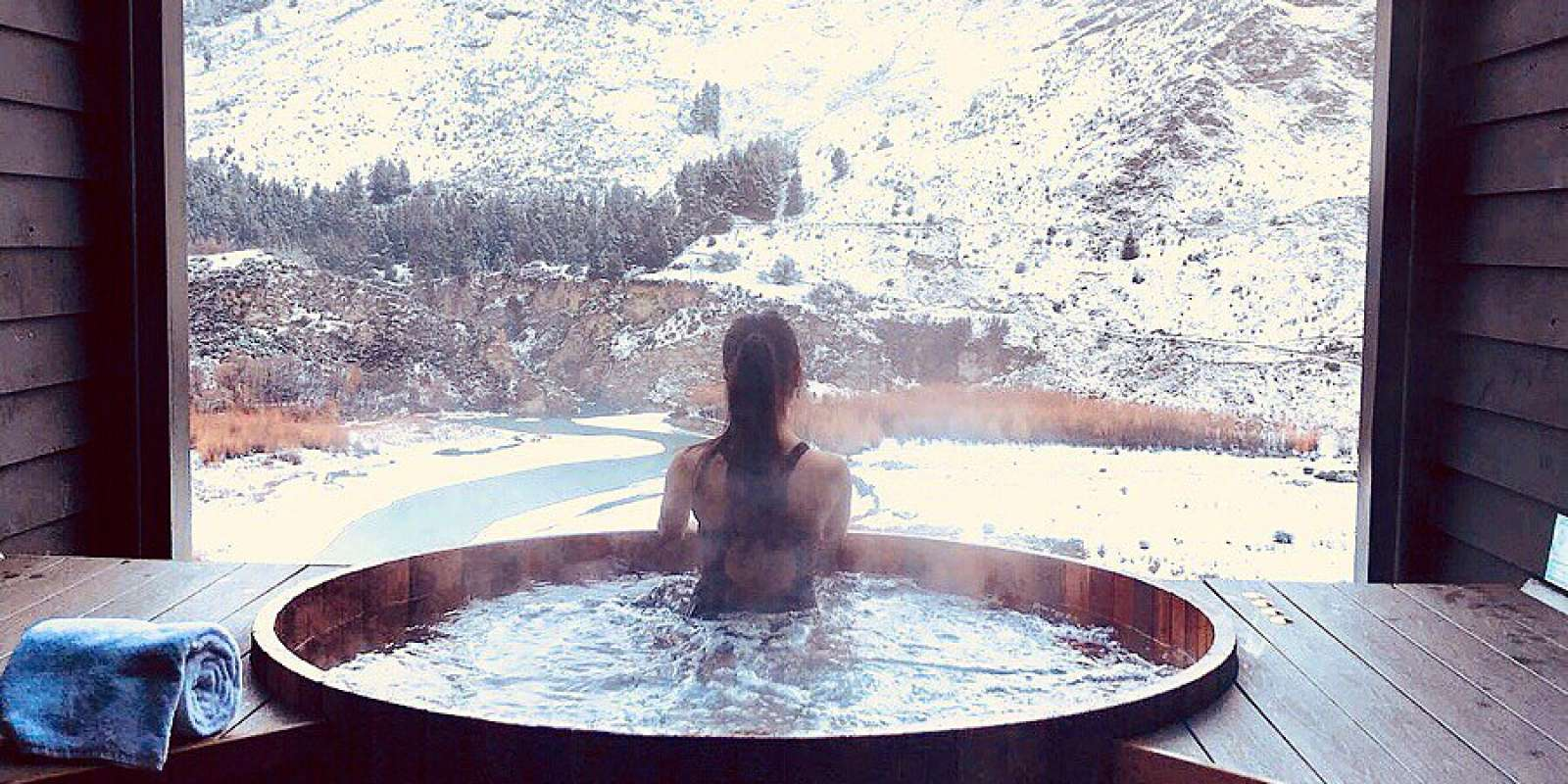 Onsen Hot Pools in Winter surrounded in snow. @karyeaaa on Instagram.