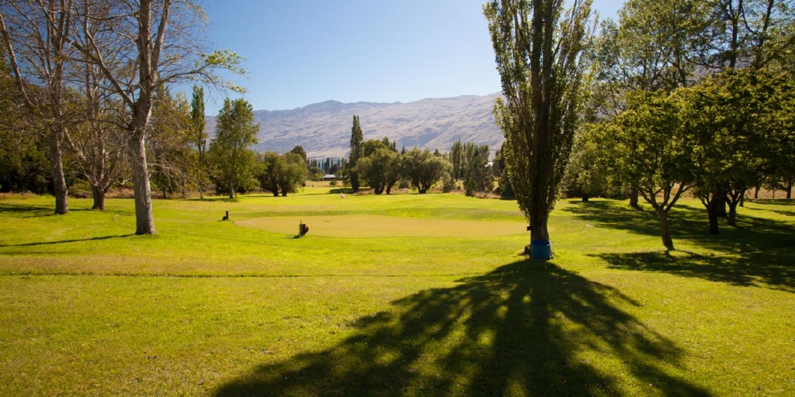 Kingston golf club in Queenstown