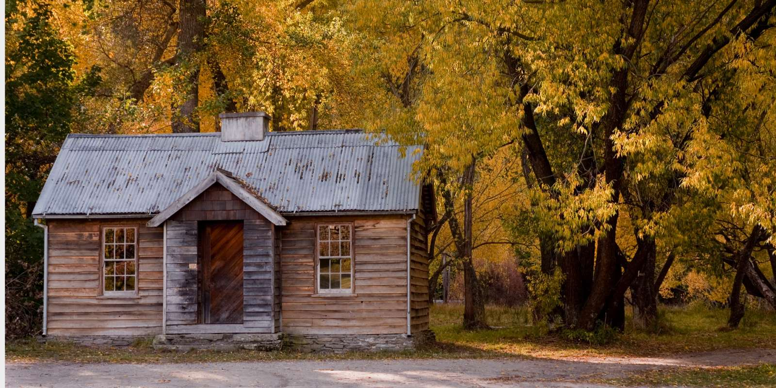 Arrowtown hut in Autumn