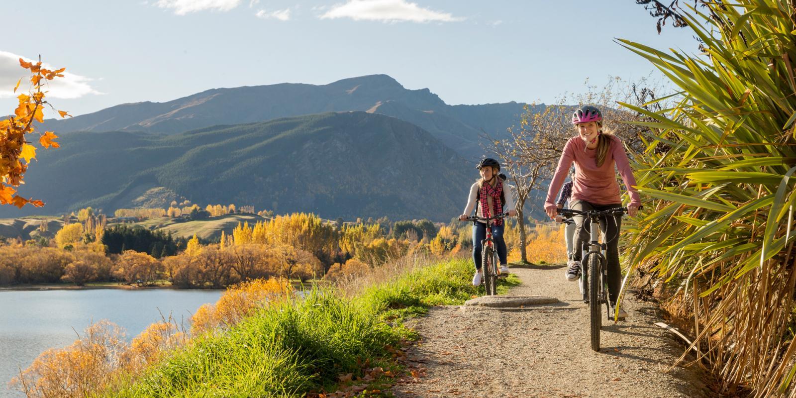 Biking Lake Hayes Queenstown New Zealand in Autumn