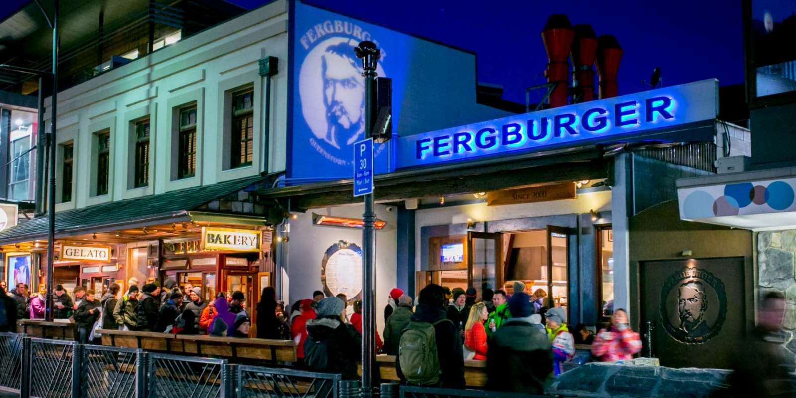 Fergberger queue at night