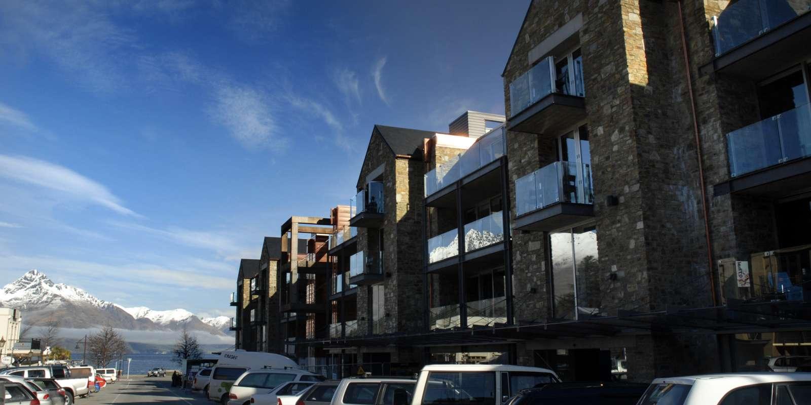Nomads Queenstown Hostel