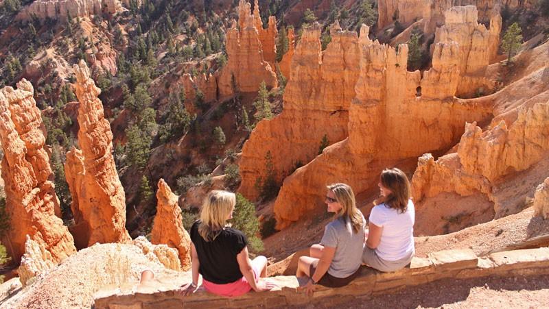 Bryce-Canyon-Women-Viewers