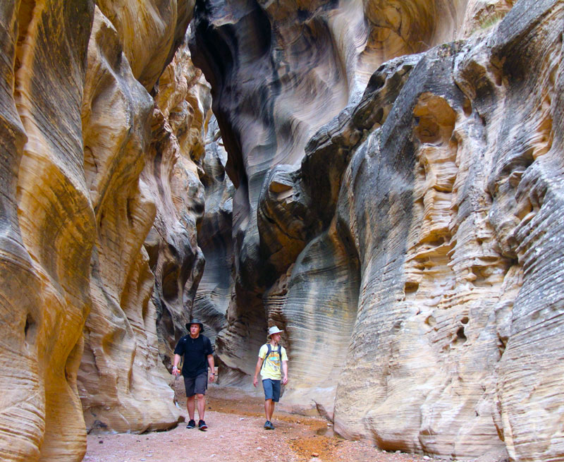 Hikers on Willis Creek Narrows Trail