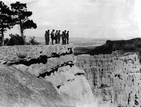 photo-1-people-overlooking-bryce-canyons-hoodoos