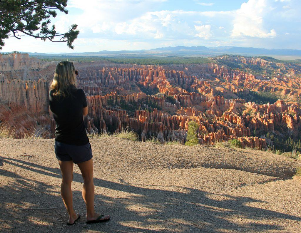 photo-4-person-overlooking-bryces-rim